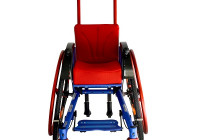 Может преобразован в большую инвалидную коляску