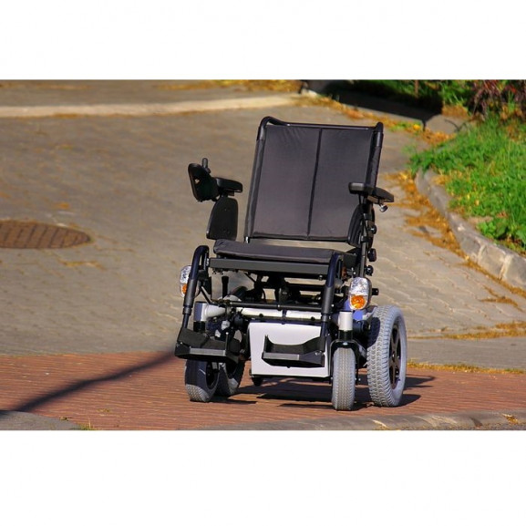 Электрическая коляска с системой освещения Invacare Stream - фото №5
