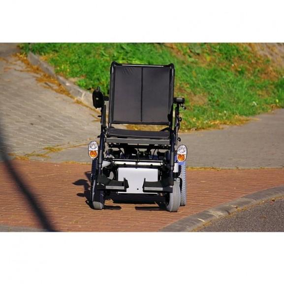 Электрическая коляска с системой освещения Invacare Stream - фото №6