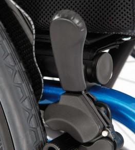 Тормоз приводных колес надежно защищен от грязи
