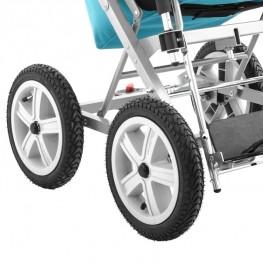 Надувные колеса гарантируют лучшую амортизацию коляски