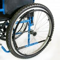 Задние колеса пневматические, широкие