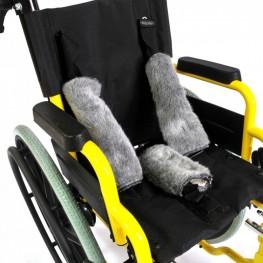 Обивка спинки и сидения изготовлена из водоотталкивающей ткани