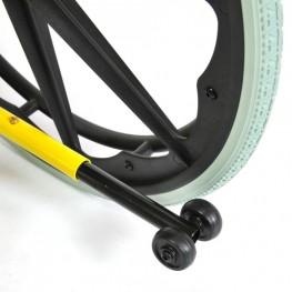 Задние колеса литые, имеют пластиковый обод