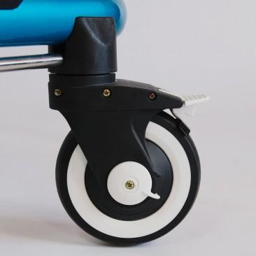 Четыре литых колеса с индивидуальными тормозами