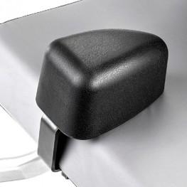 Кресло имеет клин-абдуктор и низко закрепленное сиденье