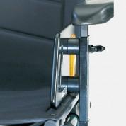 Подлокотник оборудован пластиковой боковой стенкой