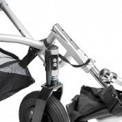 Переднее колесо с фиксатором передних вилок.