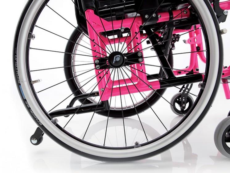 Регулировка высоты и положения задних колес и антиопрокидыватель
