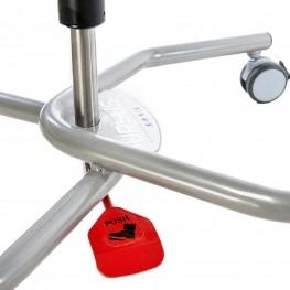 Высота легко регулируется при помощи педали